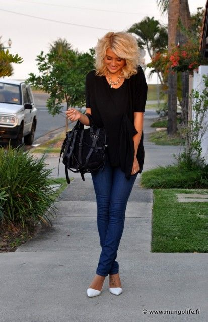 DSC_9169-1                                                                                                                        Jeans & black with blonde hair...it works