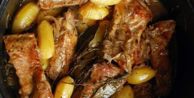Παϊδάκια χοιρινά, λεμονάτα, με πατάτες