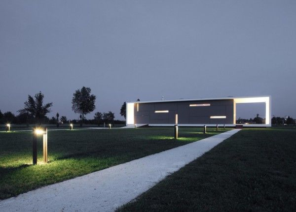 Dark Effect View from Modern Monolithic House Design in Castelnovo Sotto Reggio Emilia Italy 600x431 Modern Monolithic House Design in Castelnovo Sotto, Reggio Emilia, Italy