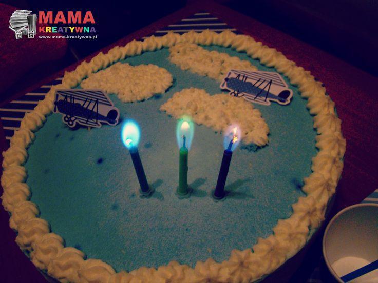 Przyjęcie urodzinowe Krzysia w tym roku urządziliśmy 20 grudnia, mimo iż urodziny ma dopiero 27 grudnia.    W poprzednich 2 latach urodziny robiliśmy w drugie święto. Właściwie nic prócz kilku balonów i torta nie wyróżniało ich od pozostałych dni świąt, gdzie spotykała się rodzina.