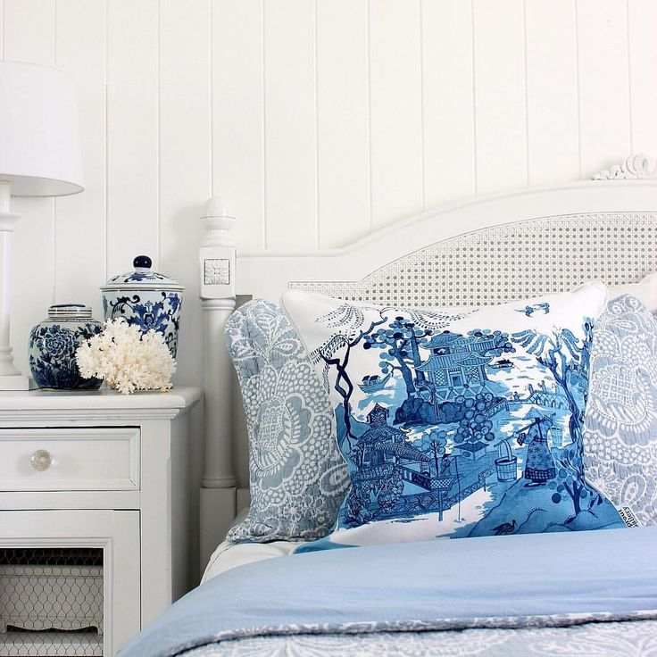 """CHINOISERIE CUSHION BLUE AND WHITE CUSHION BY SPROUT GALLERY www.sproutgallery.com.au 351 Likes, 14 Comments - Kylie  DIY Decorator (@diydecorator) on Instagram: """"Classic blue and white with a few special pieces  Chinoiserie cushion from @sproutgallery and…"""""""
