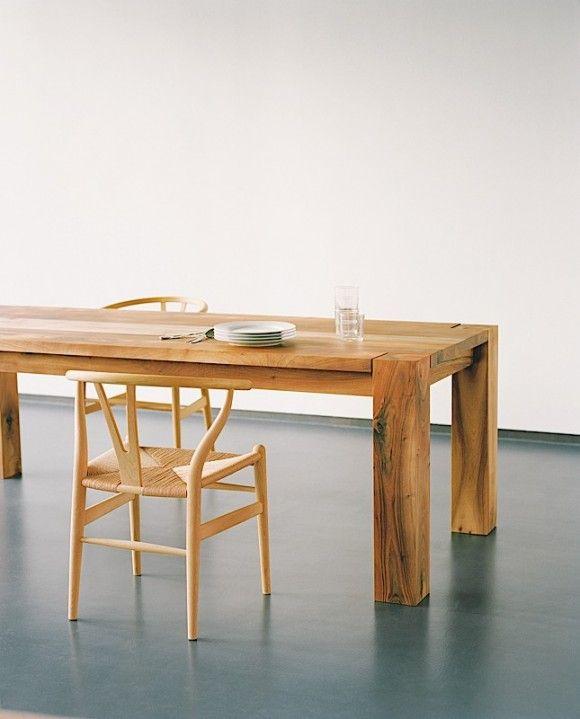 Considerada um clássico do design, a mesa BIGFOOT, criado por Philipp Mainzer, se consagrou um ícone graças ao seu desenho disruptivo.