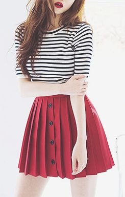 Not really liking the style of the skirt but I do love the color combos                                                                                                                                                                                 Mais