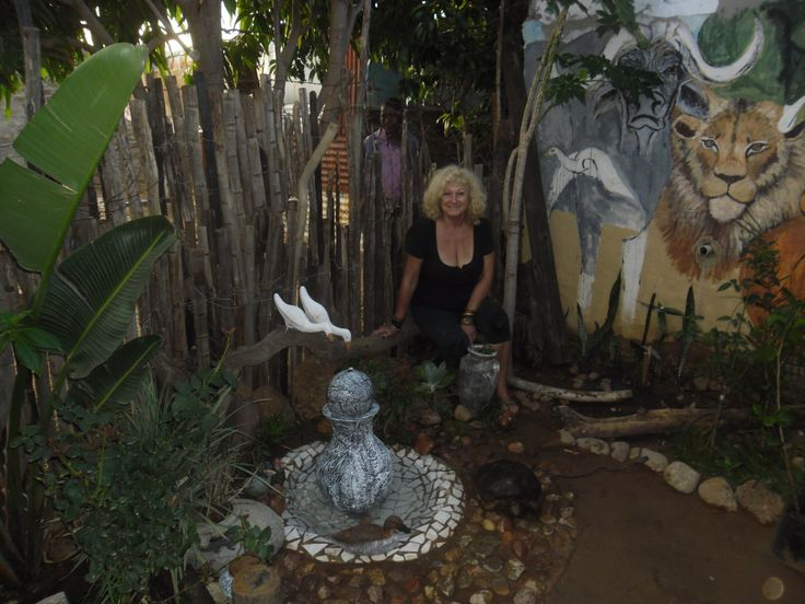 Freedom Walls Gallery en tea garden is situated in Steve Bikoville next to the new Dinokeng game reserve - This is a little place in the garden.