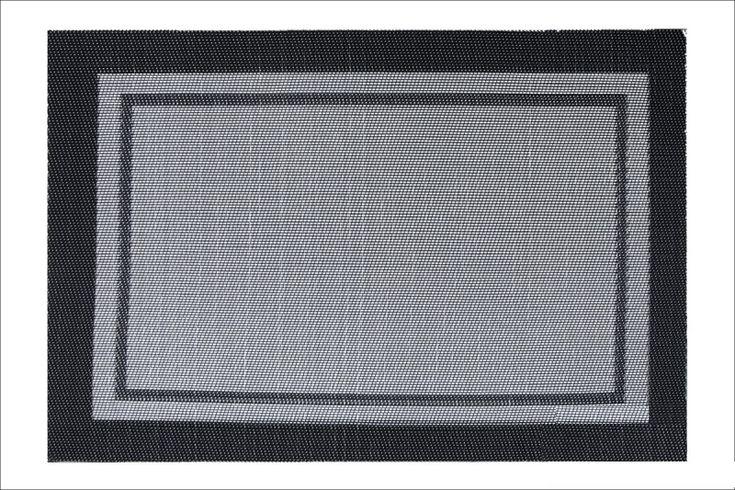 Mata do salonu czarnego koloru w kształcie prostokąta