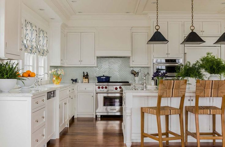 Tips And Guidelines For Decorating Above Kitchen Cabinets (4)