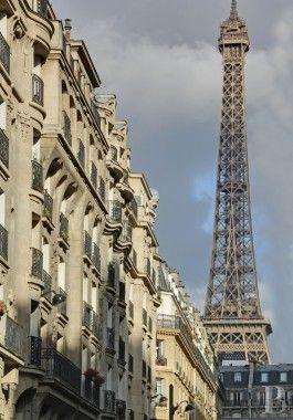 €325 A deux pas de la tour Eiffel et du Champ de Mars, un deux-pièces au dernier étage avec ascenseur - appartements-a-vendre - paris - Patrice Besse Châteaux et Demeures de France, agence immobilière spécialisée dans la vente de châteaux, demeures historiques et tout édifice de caractère
