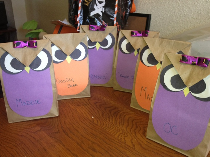 Cute owl treat bags for Halloween made  out of lunch bags and construction paper!!!