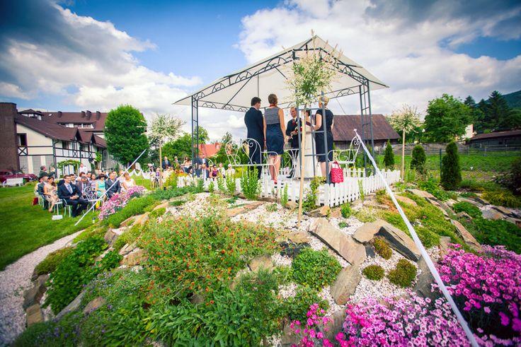 Wszystkim romantykom polecamy ślub w ogrodzie! #gardenwedding #AmericanStyleWedding www.koronakarkonoszy.pl