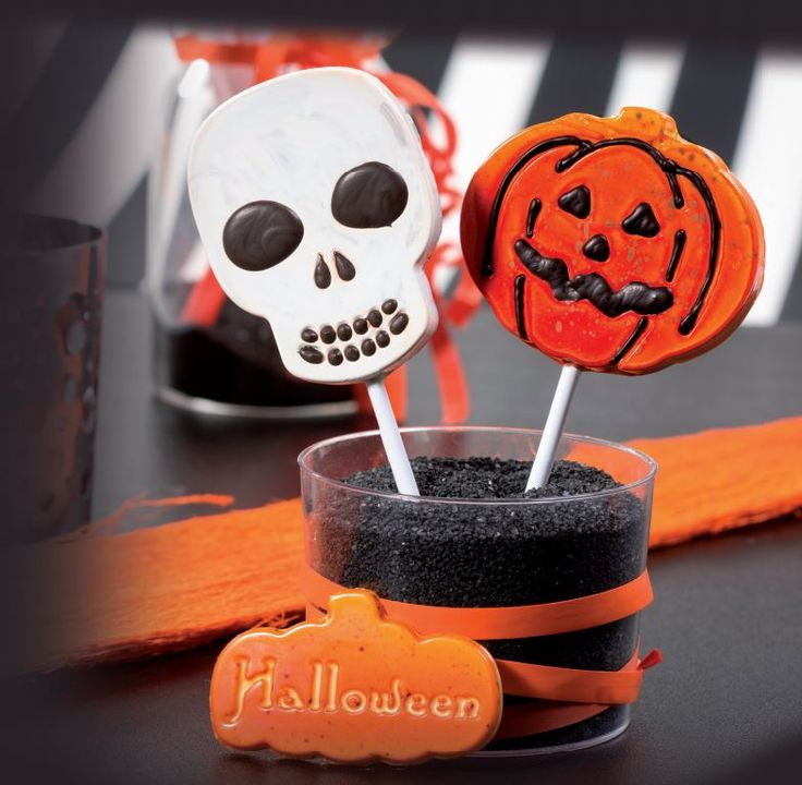 A dark look for lollipops: here are the new moulds. Pumpkin or skull: which one do you like the most? More on http://goo.gl/m4J2Dk