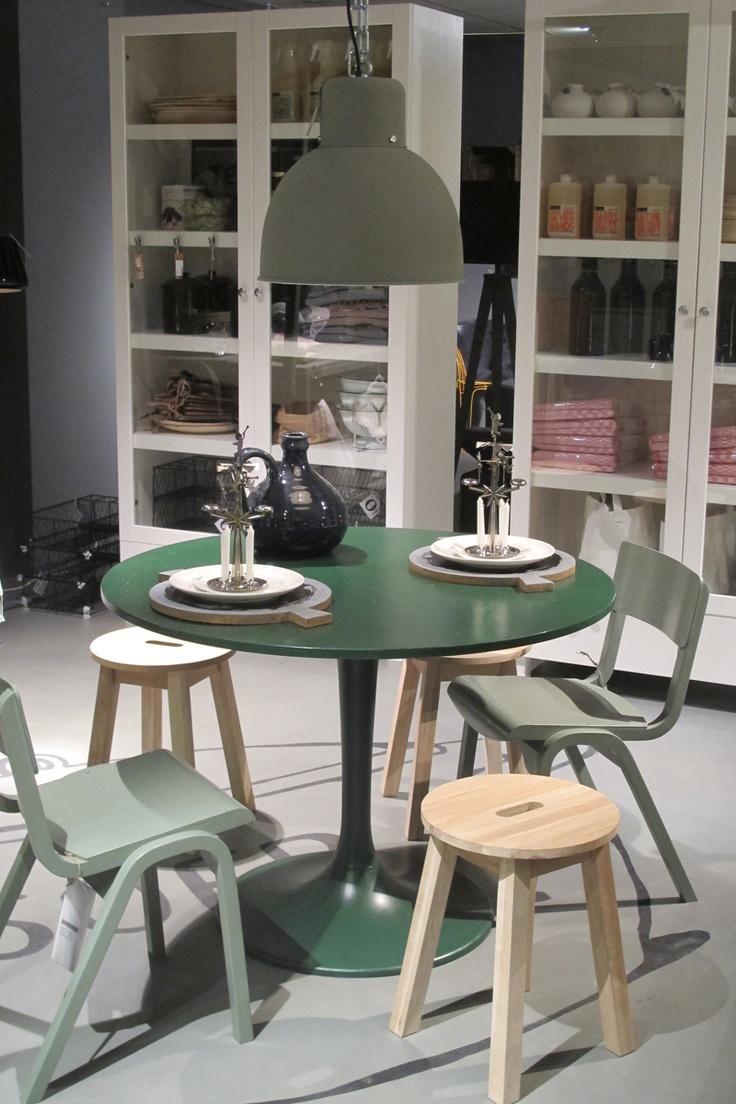 vtwonen heeft haar eerste échte winkel geopend! De hele vtwonen huiscollectie is er te koop: van servies, meubels, behang en gordijnen, tot vloeren, beddengoed en accessoires.