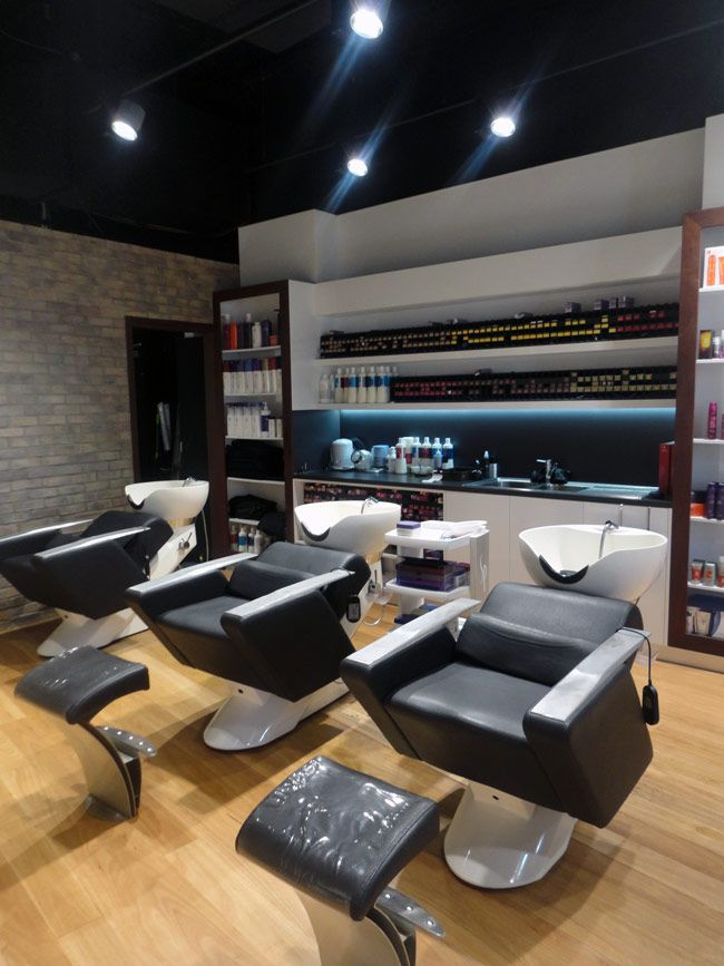 Cooly Hair Colour Cafe is a cafe/hair salon as the name suggests, is located in the heart of Coolangatta.   Nestled in an 80sqm space with adjoining outdoor seating area, the fitout design has a modern-industrial aesthetic, showcasing rustic brick and timber cladding, glossy white joinery and modern charcoal accents.   The Large pendant light, suspended ocer the large colour bar, was custom designed to create an architextural feature element within the space.
