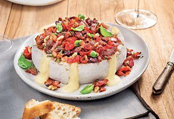 Brie fondant au bacon et aux tomates séchées