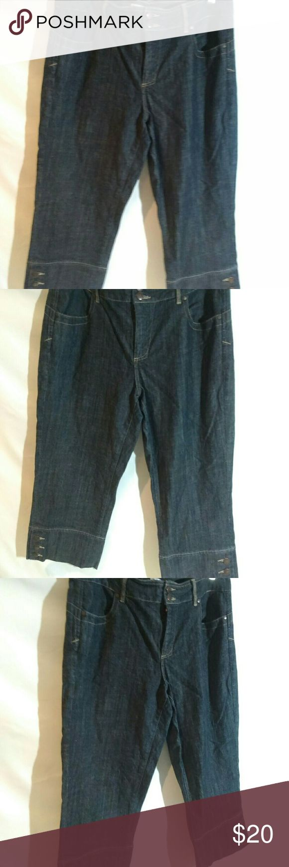 Tommy Hilfiger Cropped Jeans Cropped jeans with front and back pockets, buttons at the bottom, zips and east end in the front and belt loop. Tommy Hilfiger Pants Ankle & Cropped