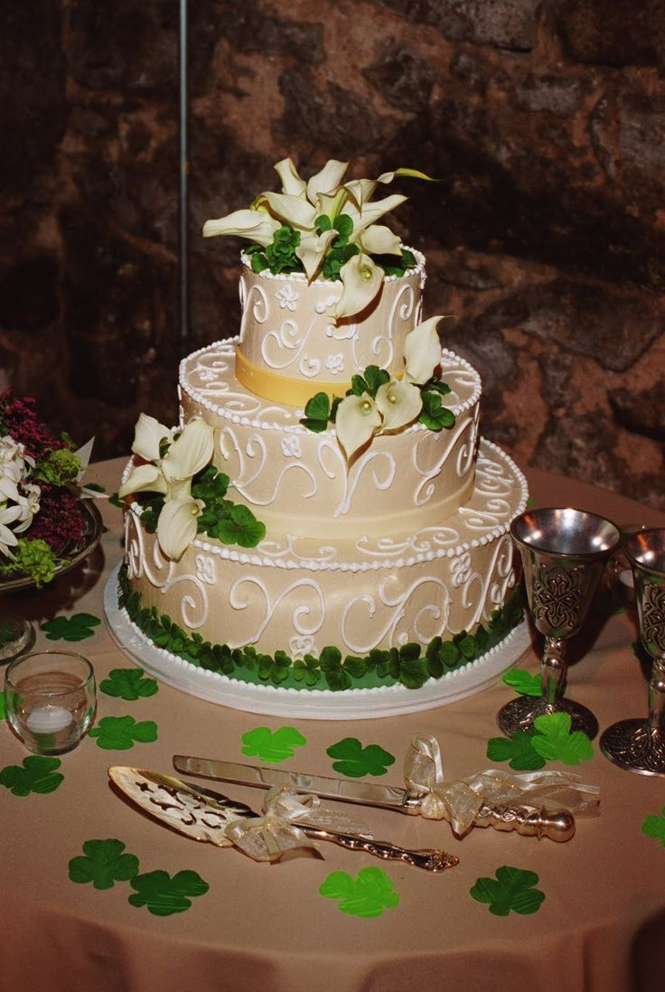 traditional irish wedding cake best 25 wedding cakes ideas on 21143