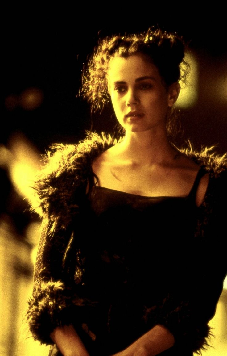 """Mia Kirshner as Sarah in """"The Crow: City Of Angels"""" (1996)"""