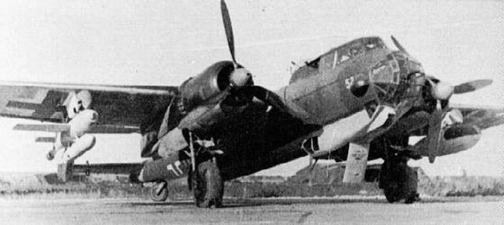 misil Henschel Hs 293  Este misil fue diseñado como una cabeza de guerra con alas (Mas concretamente una bomba SC 500) y equipada con sistemas de guía, receptor de radio y detonador de proximidad cuyo conjunto era propulsado por un cohete Walter HWK 109-507 de combustible líquido colocado de forma externa bajo la estructura. Este quemaba el omnipresente T-Stoff como comburente y Z-Stoff como combustible y ofrecía un empuje de 600 kilogramos durante 10 segundos otorgandole suficiente empuje