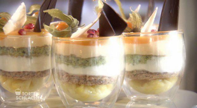 Das perfekte Südseetraum - Torte im Glas (Bernd Neuner)-Rezept mit einfacher Schritt-für-Schritt-Anleitung: 160 g Eiweiß, Zucker und Salz zu Eischnee…