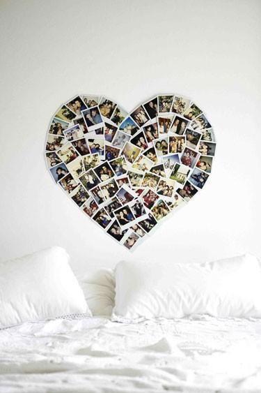 Idea para decorar dormitorio con fotografías Polaroid en forma de corazón.