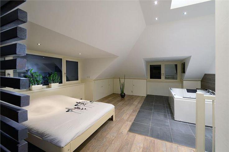 Voor meer voorbeelden van een badkamer in de slaapkamer - Idee ouderlijke slaapkamer met badkamer ...