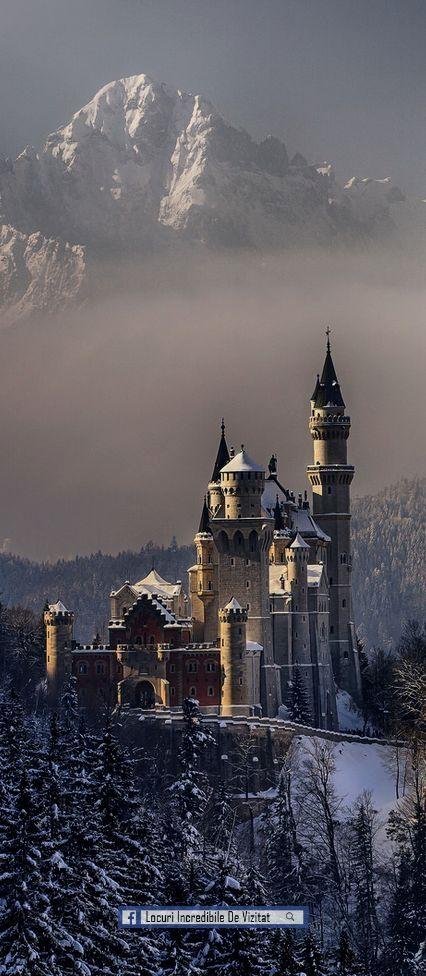 Castelul Neuschwanstein, Bavaria, Germania  Like & Share daca va place.