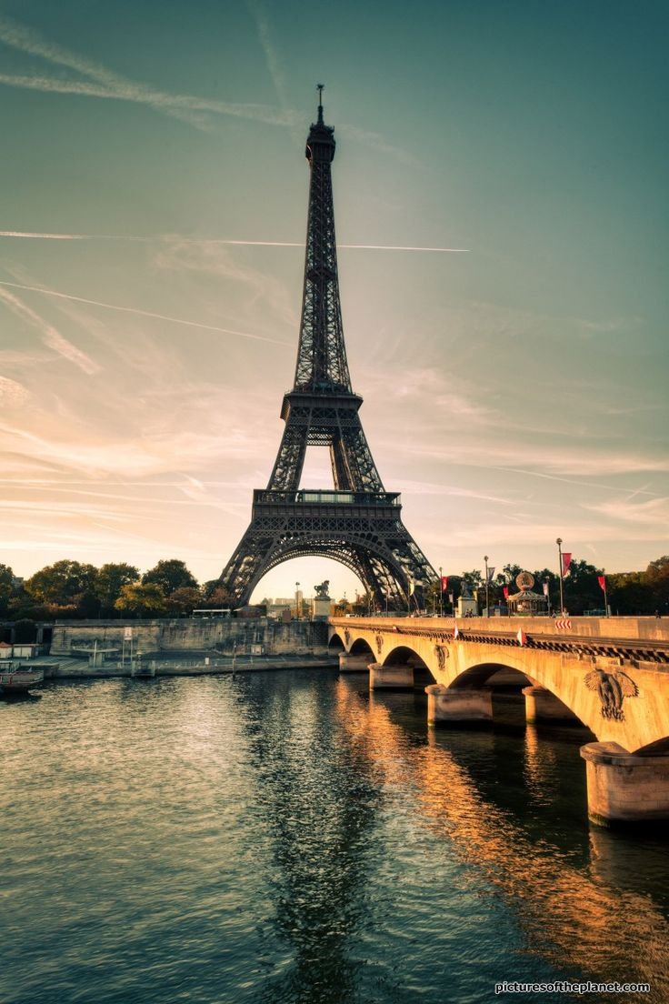 The Tour Eiffel (Eiffel Tower) in Paris, France. View more amazing photos from Paris on Pictures of the Planet - http://www.picturesoftheplanet.com/places/iconic-cities/paris/