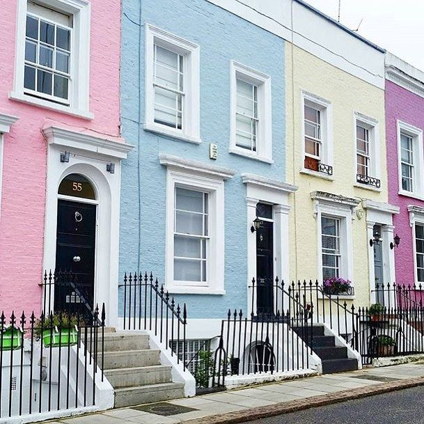 Regram from @roshani.takes.london. Injecting a splash of colour on the streets on Notting Hill. Always beautiful! #london #nottinghill #travel #rainbowhouses #streetstyle