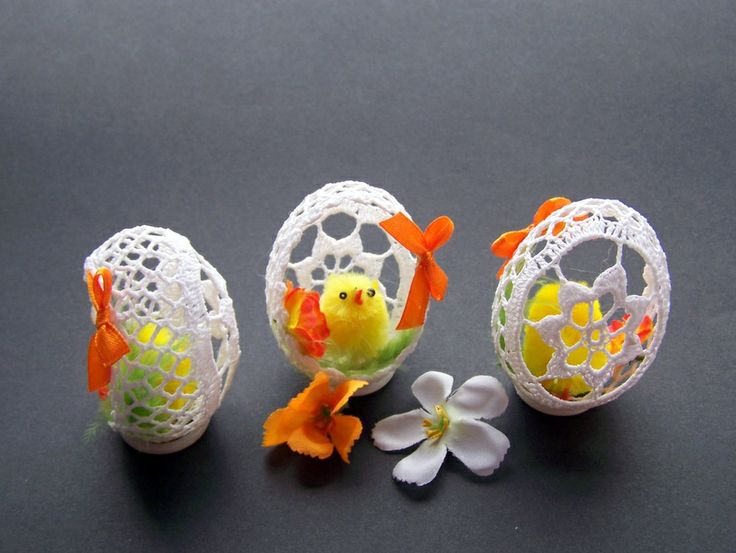 vajíčka+háčkovaná+oranžová+Vajíčka+jsou+uháčkované+z+bílé+příze,naškrobené+cukrem.Nemusíte+se+bát,že+se+rozbije,je+velice+pevné.Kamarádky+je+mají+už+několik+let+a+drží,akorát+se+nesmí+polít.Zkoušela+jsem+je+škrobit+studeným+škrobem+,nebyly+tak+pevné+a+dost+brzy+zežloutly.+Velikost+je+++-+7cm,ozdoby+jsou+přilepené+lepící+pistolí.+Cena+je+za+1ks.+Vajíčka+...