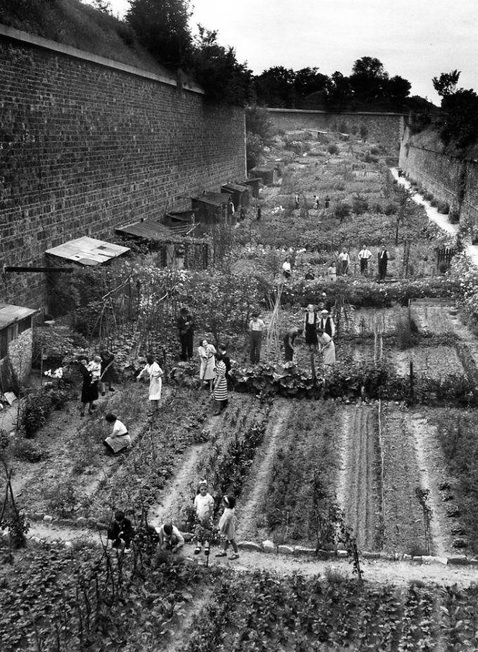 Atelier Robert Doisneau | Galeries virtuelles des photographies de Doisneau - Banlieue décors