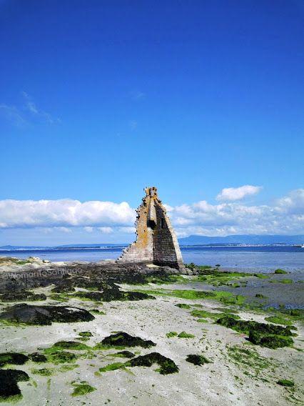 Torre del Oeste de Catoira, que vigila la Ruta #Xacobea del Mar de Arousa contra los vikingos. El Atlántico de nuevo protagonista en lugares con encanto del #CaminodeSantiago. #Galicia, #España - #Spain - #Espagne