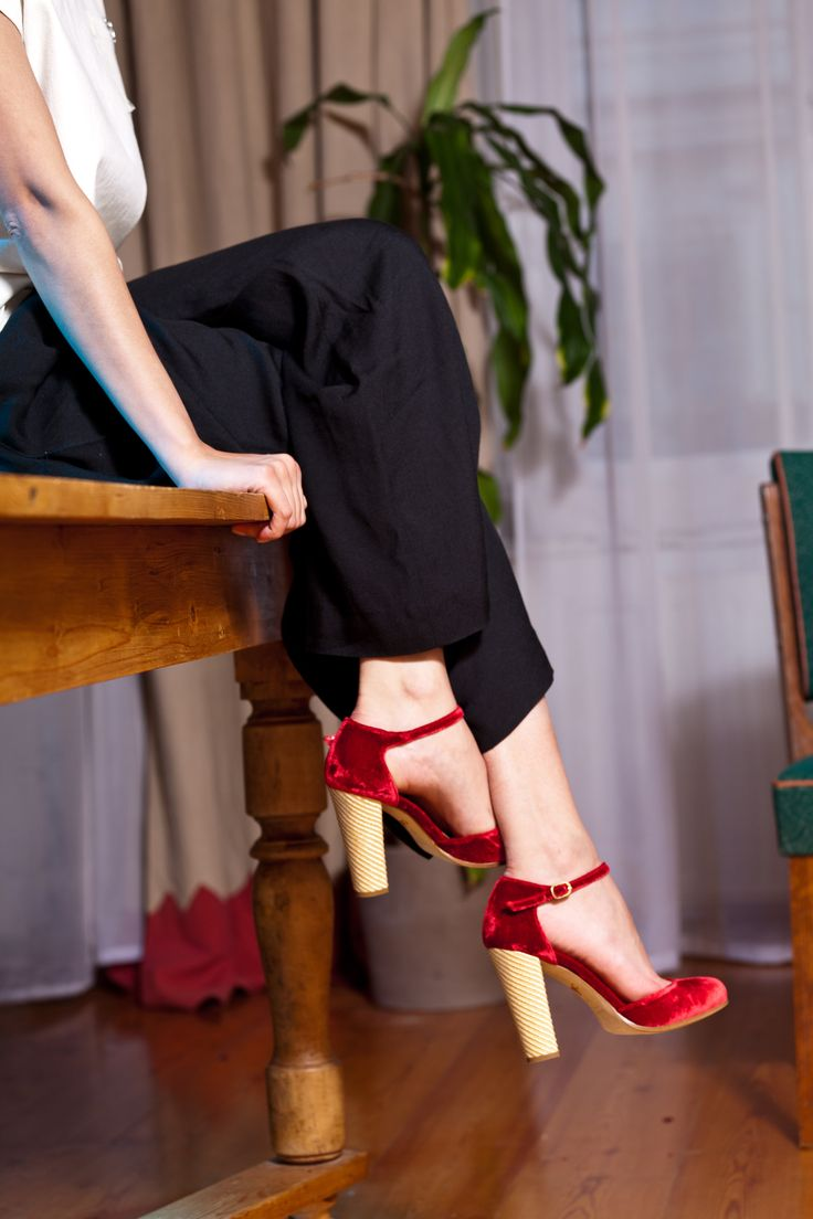 Royal red velvet shoes, golden straw weave, high block heel. Mary Jane high heels by Pleasemachine for Fall-Winter 2015