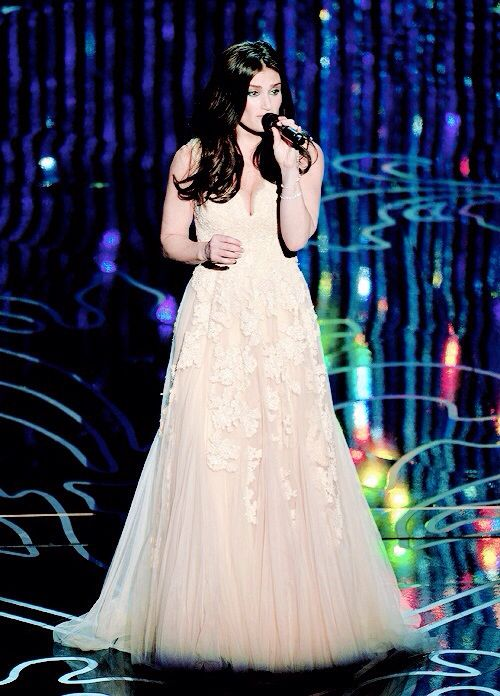 Idena Menzel performing 'Let It Go' at the 86th annual academy awards.
