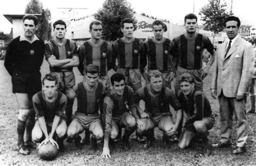 Barcelona line-up for their August 1958 friendly with Young Boys.  From left to right - Top: Ramallets [GK], Olivella, Brugue, Segarra, Suarez, Gensana, Helenio Herrera. Bottom: Tejada, Kocsis, Evaristo, Kubala, Czibor. (Photo:Kovács József)