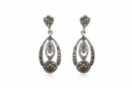 Cercei lungi din argint cu marcasite, potriviti pentru o tinuta speciala si nu numai. http://www.lafemmecoquette.ro/cercei-lungi-eleganti-cu-marcasite/