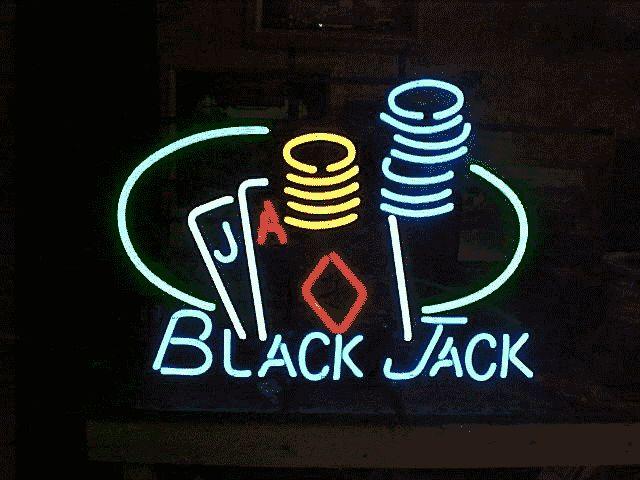 """Den tjuefire-punkt felles karakter i 3-D Battle-Card Game """"Energon Wars"""" ekspansjon, Blackjack """"forvandler"""" inn i det svarte coupe av ubestemmelig fabrikat. #kasino norsk casino spill"""