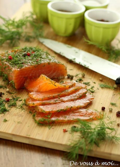 Saumon mariné sauce gravlax, blinis au sarrasin