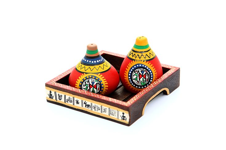 Ethnic terracotta salt and pepper shaker hand painted in bright red to accentuate the beauty of your table decor. The bright yellow border on the top of the shakers with the elegant brown warli handcrafted tray makes, the set look exquisite. Don't think. Just place the order. It is an Indikala promise that you will love this piece of art.