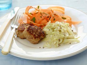 Frikadeller med stuvet hvidkål  God middag med få kalorier bestående af frikadeller med stuvet hvidkål fra Familie Journals Slankeklub. Frikadeller med stuvet hvidkål udgør et måltid som mætter og giver en dejlig følelse af velvære.