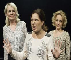 KAIKKI ÄITINI, KAIKKI TYTTÄRENI - Tampereen Teatteri Miitta Sorvali jätti nuoret naiset varjoonsa mennen tullen.