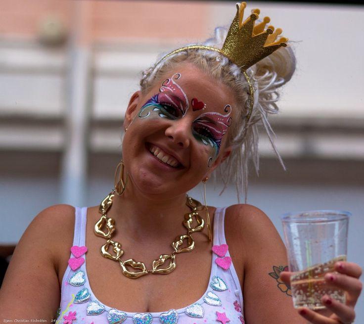 Party Princess by Bjorn Christian Finbraten on 500px 24x7photo.com, woman, Danmark, Denmark, EU, Europa, København, Copenhagen, LGBT, party, gay, gaypride, lady, lesbian, crown, gold, girl, glass, plastic cup, drink, blonde, smile