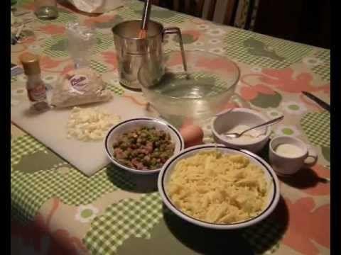 La Friggitoria Vomero, preparazione di arancini, frittatine di pasta e croccè - YouTube