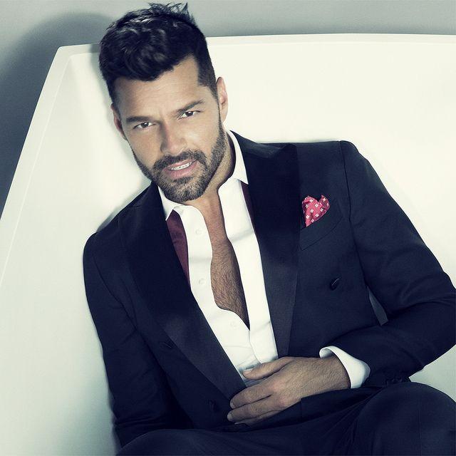▰ Tuxedo • Suit — Formal Menswear ▰ Ricky Martin • Silk Lapels • Men's Hairstyle & Beard via Yahoo! ☄ LiveNation ▸ http://www.flickr.com/photos/livenationconcerts/16501570572