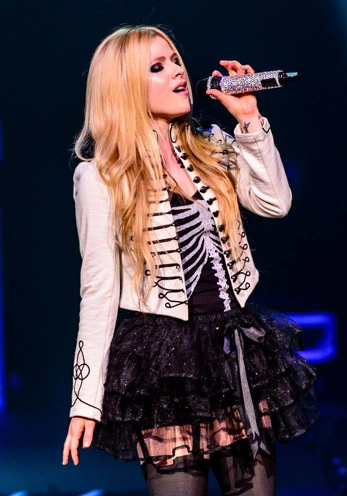 Avril Lavigne // Quem tem a voz melhor cantando ao vivo? http://wnli.st/1QZrsGT #AvrilLavigne