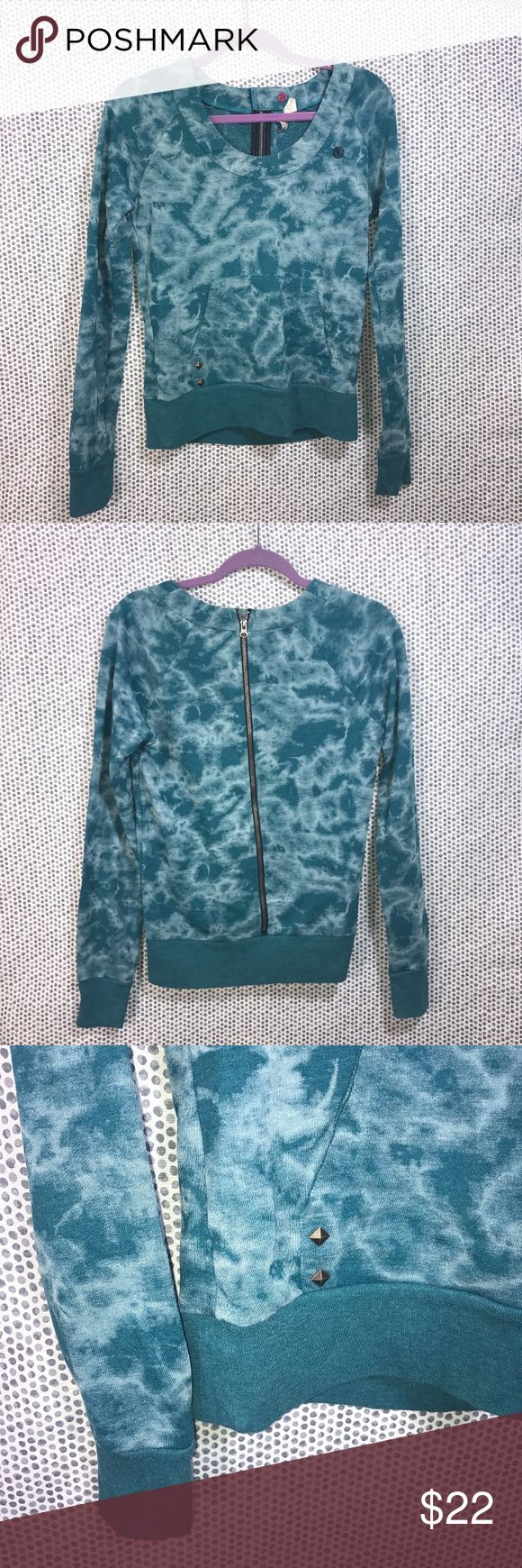 Element Women's Tie-Dye Blue & White Sweatshirt * Element Women's Tie-Dye Blue & White Pullover Scoop Neck Sweatshirt w/ Zippered Back and button closure. Pocket with stud details.  * Size Medium * Made of 60% cotton & 40% polyester.  * Pre-owned, but in great used condition. No holes, stains or pilling.  * Measurements: Underarm to underarm is 19 inches. Length is 24 1/2 inches.  J24 Element Tops Sweatshirts & Hoodies
