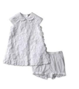 Camiciola e pantaloncini bianchi per il battesimo della tua bimba