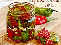 Peperoncini piccanti sotto olio croccanti e senza muffe