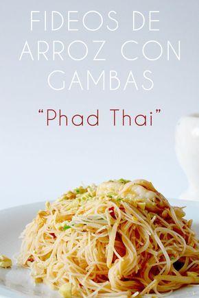 los fideos de arroz de esta receta están hechos al mas puro estilo tailandés. una versión deliciosas de los phad thai.