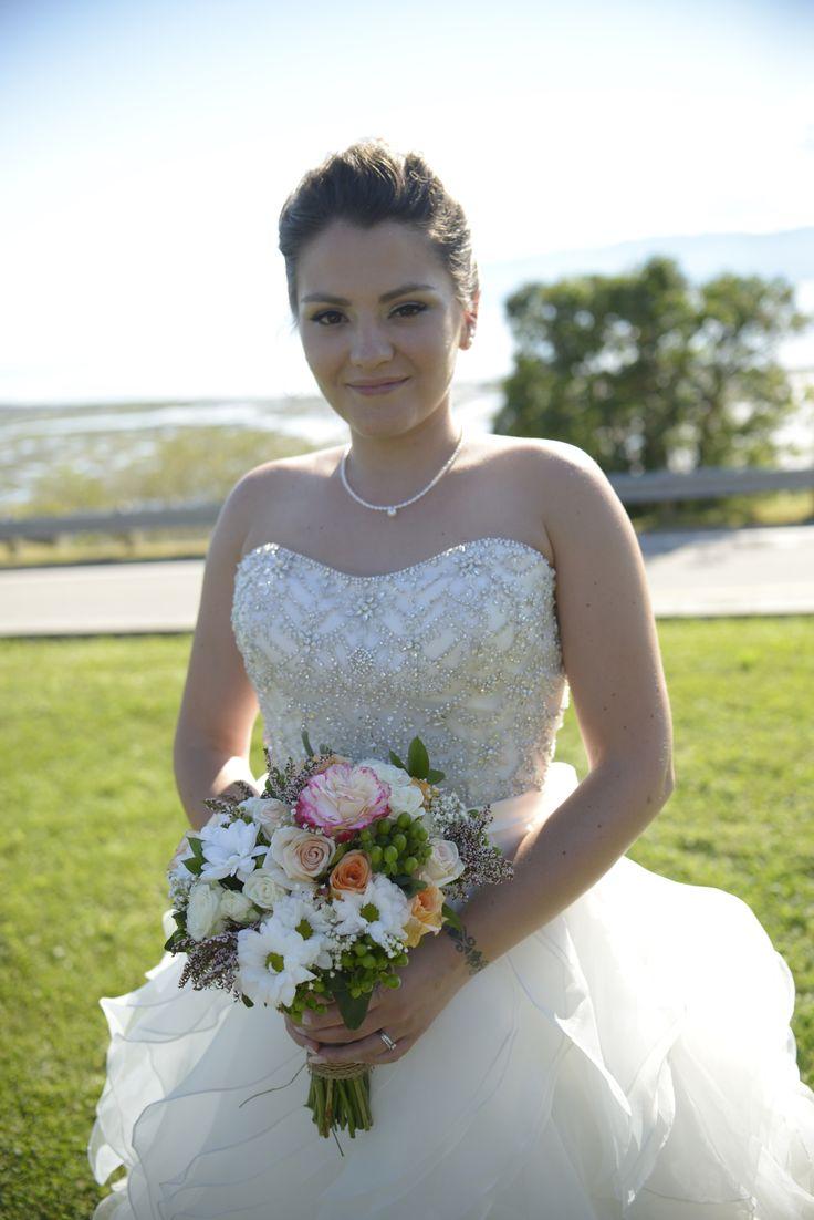 Shabby chic wedding Allure 9110 Bridal bouquet