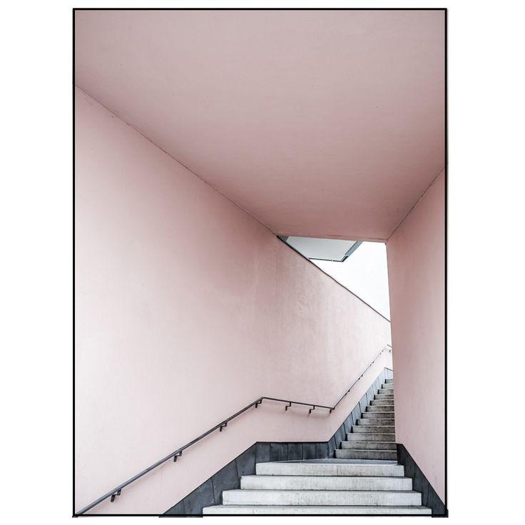 Pink Stairs poster fra Anna Leena Design. Et minimalistisk og moderne fotografi tatt av AnnaLeena Le...