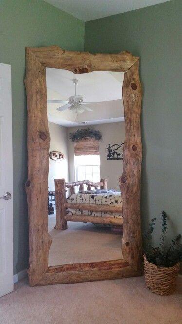 DIY Log Furniture ….. Liebe diesen schiefen Spiegel! Wir haben Stücke von knorrigen Kiefern verwendet